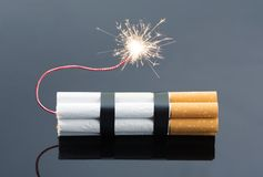 从香烟的炸药 免版税库存图片