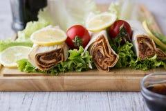 香烟kofte硬粒小麦/Shawarma/土耳其食物 免版税库存照片