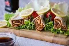 香烟kofte硬粒小麦/Shawarma/土耳其食物 库存图片