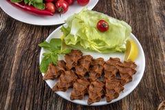 香烟kofte,在土耳其和亚美尼亚烹调的一个生肉盘 E 免版税图库摄影