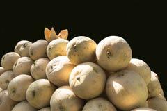 香瓜准备卖在印地安市场上 免版税库存照片