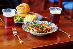 香肠、土豆泥、绿豆和小汤 库存图片