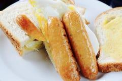 香肠和蛋三明治 库存图片