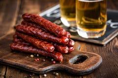 香肠用啤酒 库存图片