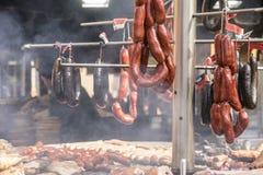 香肠,在Alcal传统节日的中世纪烤肉  库存照片