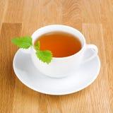 香脂柠檬蜜蜂花茶 免版税库存照片