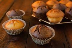 香草和巧克力松饼 库存图片