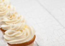 香草杯形蛋糕 库存照片
