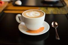 香草热奶咖啡 免版税库存照片