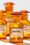 香草精的瓶,使用由药剂师 免版税库存图片
