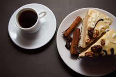 香草蛋糕和咖啡 免版税库存照片