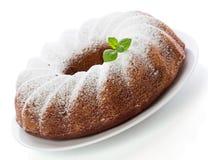 香草ang与被隔绝的薄荷的laves的巧克力蛋糕 免版税库存图片