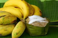 香蕉和蒸汽香蕉蛋糕 库存图片