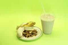 香蕉圆滑的人和格兰诺拉麦片 库存图片