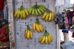 香蕉在一个开放的市场上 免版税库存照片