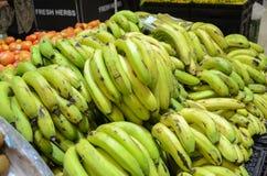 香蕉在Hyperstar超级市场的待售 库存照片