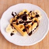 香蕉巧克力奶蛋烘饼 免版税库存图片