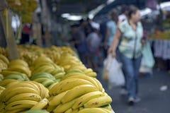 香蕉摊位在典型的巴西露天市场上 免版税库存照片