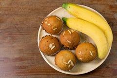 香蕉杯子蛋糕新近地烘烤了,泰国点心 免版税库存照片