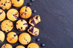 香蕉松饼用蓝莓 免版税库存图片