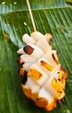 香蕉烤了叶子乌贼 库存图片