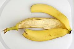 香蕉空的果皮黄色 免版税图库摄影
