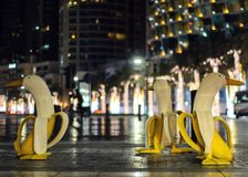 香蕉雕象在城市的中心 免版税库存图片