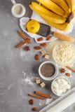 香蕉面包,素食主义者点心成份健康烘烤:chia, 库存图片