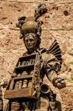 香水卖主古铜色雕象特写镜头格拉斯的市中心 图库摄影