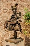 香水卖主古铜色雕象看法格拉斯的市中心 库存图片
