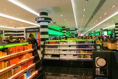 香水和化妆用品商店-巴黎 免版税库存图片