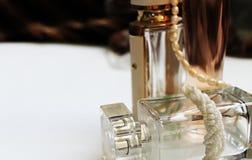 香水和小珠 图库摄影