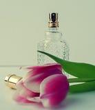 香水和花 免版税图库摄影