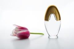 香水和花 免版税库存照片