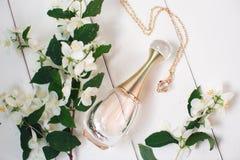 香水和金链子 库存图片