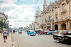 马丁街道哈瓦那古巴国会大厦builing的视图 图库摄影