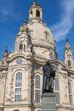 马丁・路德雕象在Frauenkirche前面的在德累斯顿, Ger 库存照片