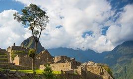 马丘比丘大阳台从上面浸泡看法对下面Urubamba谷 秘鲁旅行目的地,旅游业著名地方 免版税库存图片