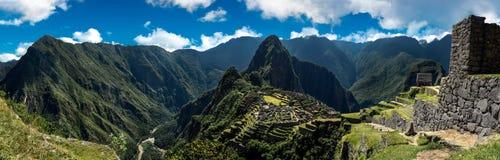 马丘比丘秘鲁-在山的全景 免版税库存照片