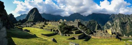 马丘比丘秘鲁-在山的全景 免版税库存图片