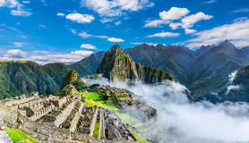 马丘比丘,农业大阳台概要和Wayna Picchu在背景中锐化 免版税库存照片