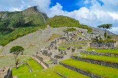 马丘比丘,库斯科地区,秘鲁2013年6月4日:15世纪印加人城堡马丘比丘的全景 免版税图库摄影