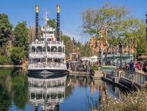 马克・吐温在迪斯尼乐园公园的蒸汽小船 库存图片