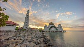 马六甲在日出期间的海峡清真寺 图库摄影