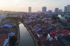 马六甲市Arial视图在日出期间的 库存图片