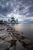 马六甲海峡的一个美丽的清真寺 库存图片