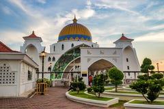 马六甲状态的马来西亚马六甲海峡清真寺 免版税库存图片