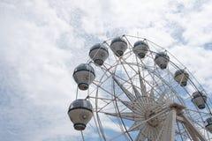 马六甲,马来西亚- 2018年2月05日:在多云天空的五颜六色的弗累斯大转轮 免版税库存图片