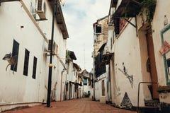 马六甲,马来西亚- 2018年2月05日:马六甲,马来西亚的城市视图 老镇狭窄的街道 免版税图库摄影