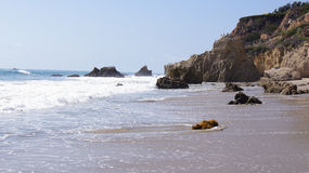 马利布,美国- 2014年10月9日:美丽和浪漫El斗牛士国家海滩在南加州 免版税库存图片